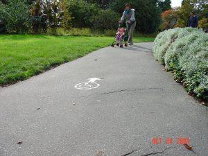 路面過度美化,造成行走障礙!