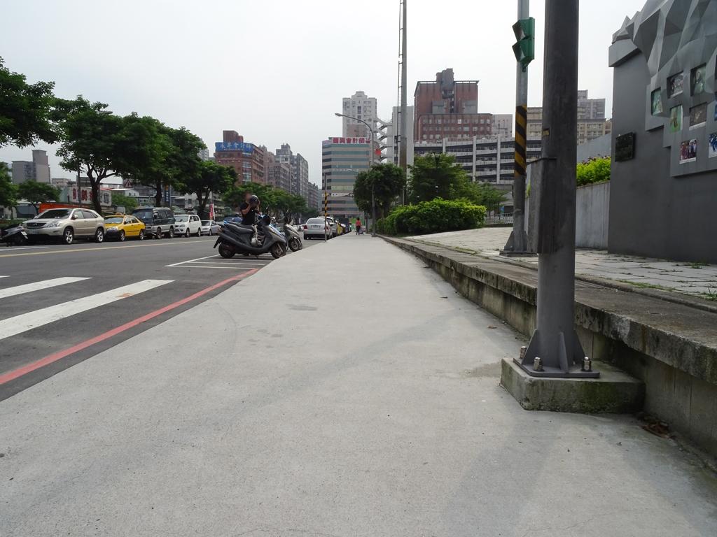 新北市汐止區人行道路面施工中